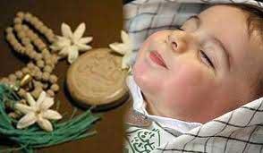 اذان و اقامه در گوش نوزاد گفتن چه فایده ای دارد؟